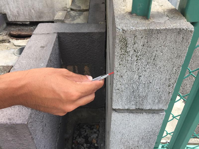 側溝の測量風景
