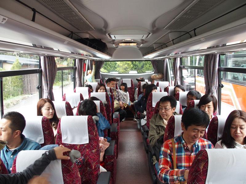 別府家族招待旅行-バス内