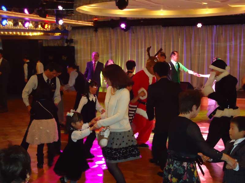 パシフィックビーナス号クルージングのダンスパーティ