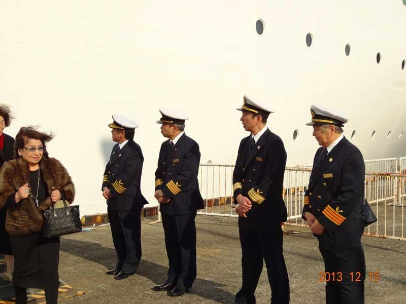 パシフィックビーナス号クルージング下船スタッフ